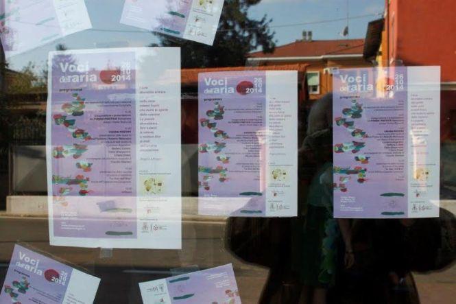 Locandina ai vetri della Sede di Via Bligny (Foto di Claudio Neri)