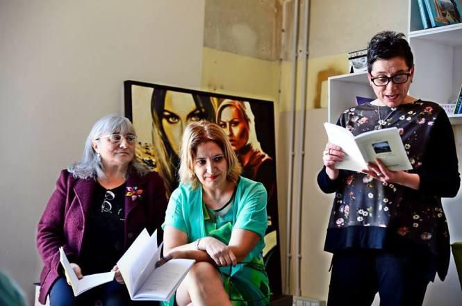 Gabriella Gianfelici, Simonetta Sambiase, Galetto Federica mentre legge il suo testo dall'Antologia Voci dell'aria (Foto Stefania Vassura)